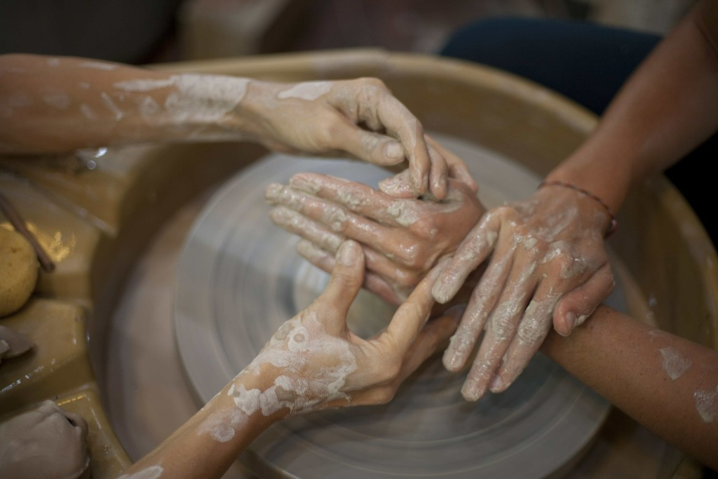 Gaya_Ceramics_Bali_hands-on_wheel