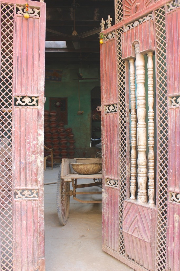 doorway_india_matka_claire_atkins_pinky_and_maurice_ceramics