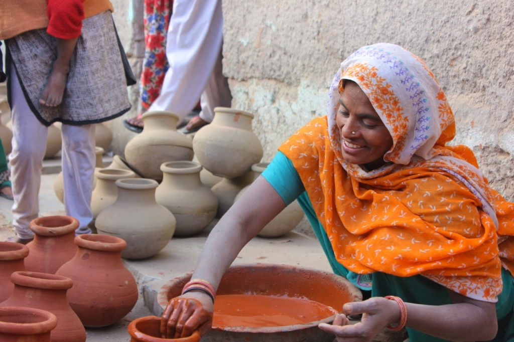matka_making_india_village_claire_atkins_pinky_and_maurice_ceramics